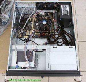 Tampak atas dengan mainboard Asus H87 Pro