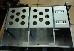Hard disk bay di bagian depan
