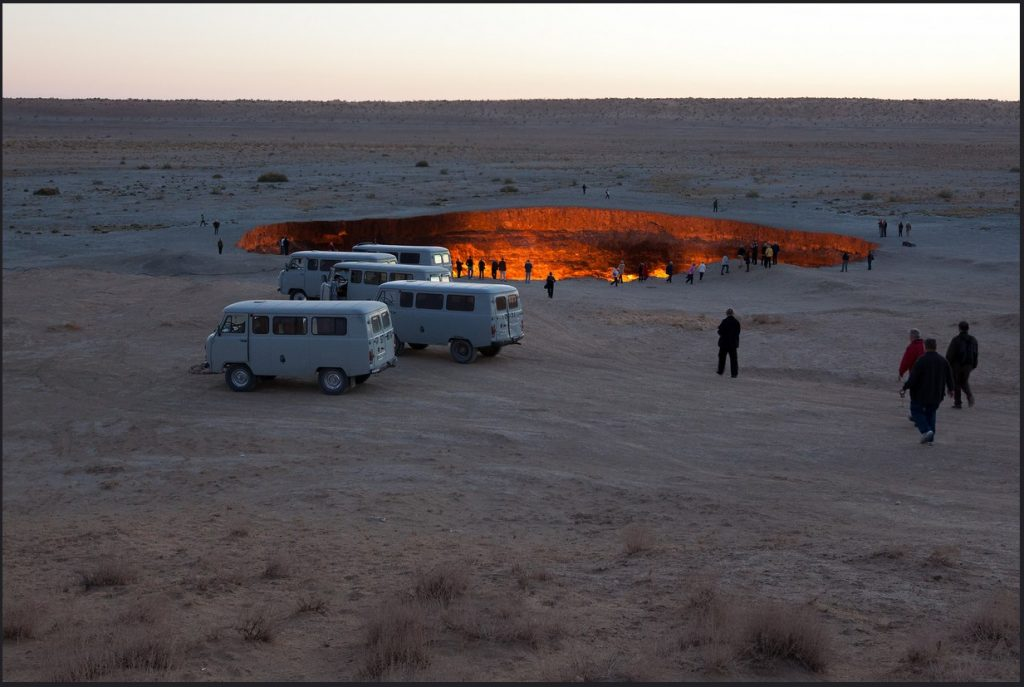 """The door to Hell"" in Darvaza, Turkmenistan"