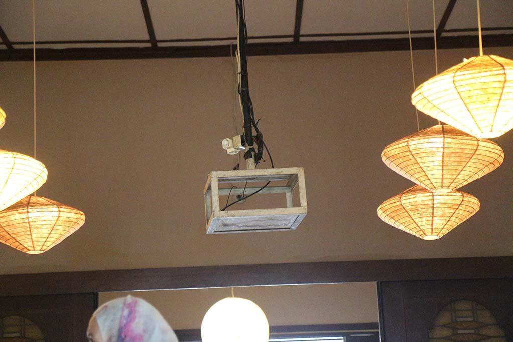 Dudukan LCD proyektor yang kosong